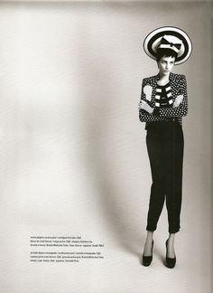 Revista S/ n° Agosto-11.  Styling: Renata Correa.  Foto: Fabio Bartelt.  Produção: Andréia Matos.  Modelo: Thairine Garcia.