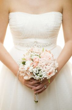 Love this bright pink bouquet of roses, baby's breath and hypericum berries! {ShootAnyAngle}
