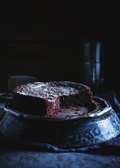 6-ingredients Chocolate Cake