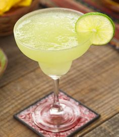 You may think of these drinks are calorie-laden sugar bombs, but made the right way margaritas don't have to be off limits. Using fresh lime juice instead of a packaged mix is one easy way to revamp the flavor and calories of your margarita. Cocktails, Party Drinks, Cocktail Drinks, Alcoholic Drinks, Tequila Drinks, Cocktail Margarita, Skinny Margarita, Mojito, Blended Margarita Recipe