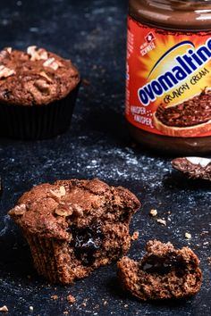 muffins with Ovaltine Crunchy Cream - The perfect souvenir to visit with friends: the delicious walnut muffins with Ovomaltine Crunchy Cr -Wa Easy Smoothie Recipes, Easy Smoothies, Good Healthy Recipes, Snack Recipes, Dessert Recipes, Desserts, Ovaltine, Le Diner, Coconut Recipes