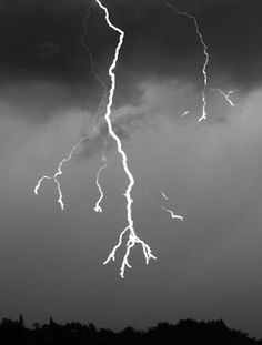 A new video shows what a bolt of lightning looks like when slowed down to 7,000 frames per second
