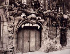 EN IMAGES - L'ouvrage <i>Paris Passion </i>regroupe des dizaines de clichés du photographe Eugène Atget, qui a immortalisé une certaine idée de Paris... qui a aujourd'hui (presque) disparu.