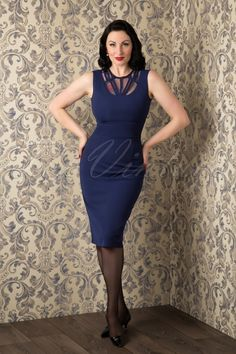 The stunning @avaelderwood wearing our TopVintage Exclusive ~ 50s Stella Pencil Dress in Navy by Daisy Dapper!