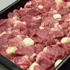 Zavárané pečené mäso • recept • bonvivani.sk Mary Berry, Berries, Food And Drink, Beef, Cooking, Meat, Kitchen, Bury, Brewing