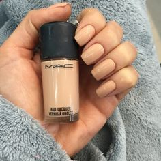 Esmalte da Semana: Muscle Tone. In case you want your nails to match your foundation.