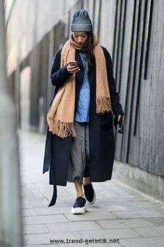 Sonbahar ve kışta kalın parçaların birlikte kullanılmasıyla benim de çok beğendiğim , bazılarının marul gibi giyinmek olarak adlandırdığı bir stil ortaya çıkıyor.