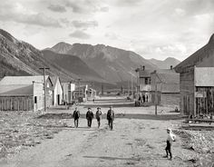 4 men walking through an old west town in the middle of the San Juan Mountains in Colorado called Eureka in c. In the photograph you can see buildings such as a mining home and restaurant, and a saloon. Shorpy Historical Photos, Historical Pictures, Henry Jackson, Old West Town, Old West Photos, San Francisco, Jackson's Art, Into The West, Thing 1