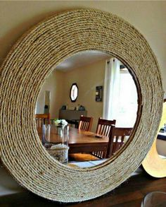 D-I-Y rope mirror! on my list now . - Do it yourselfD-I-Y rope mirror! on my list now .How to create a DIY rattan style mirror with rope - DIY home decorHow to create Rope Mirror, Diy Mirror, Mirror Ideas, Mirror Trim, Diy Home Crafts, Diy Home Decor, Jute Crafts, Decor Crafts, Room Decor