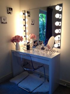 I've been spotting some fantastic DIY vanity mirror recently. Here are ideas some of DIY vanity mirror to beautify your room. Tag: Vintage Vanity Mirror, round Vanity Mirror, vanity mirror with lights. Makeup Vanities, Diy Makeup Mirror, Diy Makeup Vanity Table, Diy Vanity Mirror With Lights, Vanity Ideas, Vanity Mirrors, Mirror Ideas, Vanity Tables, Vanity Lighting