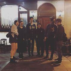 別件のクルーがきてるよって話してたら、レストランで偶然でくわした。驚 上海いっぱい美味しいレストランあるのに!同じ場所に同じ時間。すごいな〜。イマージュつながってる☺️ 嬉  你好!上海!