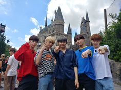 (📌) Atualização do txt_bighit no Twitte K Pop, Astro Sanha, La Saga Harry Potter, Day6 Sungjin, Hoseok, Namjoon, The Dream, Young Ones, T Rex
