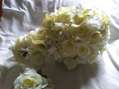 Ivory cascade bouquet calla lilies and roses All Flowers, Types Of Flowers, Cascade Bouquet, Ivory Roses, Small Bouquet, Groom Boutonniere, Calla Lilies, Wedding Bouquets, Orchids