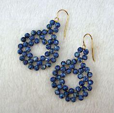 #DIY Beaded Circle Earrings Tutorial by Carol Ladine Lagoski -  ver passo a passo para fazer estes brincos com arame 30 g e contas 4mm