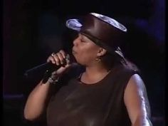 Queen Latifah - Who The Cap Fit. Tributo Bob Marley One Love (6 de 19 ) ...