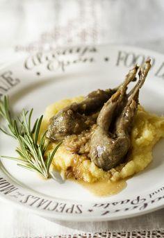 """Receta 894: Codornices en salsa » 1080 Fotos de cocina, proyecto basado en el libro """"1080 recetas de cocina"""", de Simone Ortega. http://www.alianzaeditorial.es/minisites/1080/index.html"""