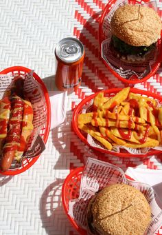 Head out to our Pirate Adventure Golf for delicious Blackbeard's Diner burgers, hot dogs and chips. Wash your meal down with slushies, cooldrinks and other beverages. Adventure Golf, Pirate Adventure, Burger And Chips, Slush Puppy, Slushies, Burgers, Delicious Food, Hot Dogs, Crisp