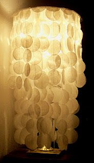 DIY faux capiz shell lamp made with wax paper circles and lamp from thrift store - [make a no sew version and also use colored rice paper or vellum for different colors] Diy Arts And Crafts, Diy Crafts, Creative Crafts, Mobiles, Shell Lamp, Paper Lampshade, Chandelier Lamp, Chandeliers, Wax Paper