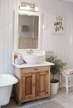 ideas for shabby chic bathroom sink cabinets Baños Shabby Chic, Shabby Chic Interiors, Shabby Chic Homes, Interiores Shabby Chic, Botanical Bathroom, Bathroom Sink Cabinets, Bathroom Vanities, Home By, Chic Bathrooms