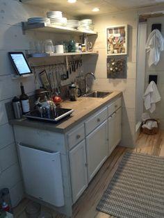 Best Tiny House Kitchen and Small Kitchen Design Ideas Kitchen Cabinet Remodel, Diy Kitchen Remodel, Painting Kitchen Cabinets, Halle, Hall House, Best Tiny House, Kitchen Colour Schemes, Compact Kitchen, Best Kitchen Designs