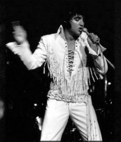 Elvis on stage at the Las Vegas Hilton in august 1970
