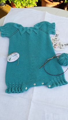 Tricot by muguete Telf: 690933349 info Baby Boy Knitting Patterns, Knitting For Kids, Knitting Stitches, Knit Patterns, Baby Patterns, Knitted Baby Clothes, Knitted Romper, Baby & Toddler Clothing, Fabric Yarn