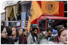 << Intro - Migrants Association - My Right Is Your Right >> Wir sind ein Bündnis von Kulturschaffenden, Juristen, Geflüchteten, Kirchenvertreter, Vereine, Nachbarschaftsinitiativen, Einzelpersonen und viele weitere Gruppen.