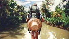 Voyageuse dans un pays tropical