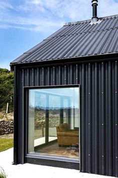 Ken Gill's rectangular design is low cost and energy efficient. Grange Restaurant, House Cladding, Modern Barn House, Black House Exterior, Casas Containers, Energy Efficient Homes, Energy Efficiency, Shed Homes, Barn Homes
