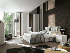 pared con láminas de madera en el dormitorio moderno