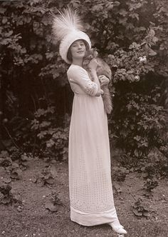 Anna Pavlova (1881-1931) and her cat in 1911.  Anna was a Russian ballerina and was a principal artist of the Imperial Russian Ballet and the Ballets Russes of Sergei Diaghilev. Pavlova is most recognized for the creation of the role The Dying Swan and, with her own company, became the first ballerina to tour ballet around the world.