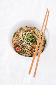 Thai Peanut Satay Noodles - super easy, delicious, and healthy, too! :) from www.simoneanne.com