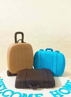 Fondant Toppers, Edible Cake Toppers, Fondant Molds, Travel Cake, Fondant Tutorial, Briefcase, Cake Ideas, Birthday Ideas, Suitcase