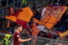 Per Edin Džeko sono 33 goal in stagione, mai nessuno era arrivato a quella cifra nella storia della AS Roma... e pensare che l'anno scorso era un brocco per molti tifosi.     #Dzeko #Roma