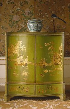 Japanned wardrobe by Thomas Chippendale at Nostell Priory, West Yorkshire.it is a piece of chinoiserie furniture based on chinese print called fretwork design . it is a real paint and the art on this antique is based on nature and reality . Asian Furniture, Chinese Furniture, Oriental Furniture, Antique Furniture, Furniture Design, Furniture Ideas, Country Furniture, Chair Design, Bedroom Furniture