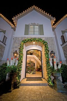 Founder Of Round Top Collection Celebrates Christmas In Style Christmas comes early each year to the Krause house in Cypress — the middle of October to be exact. That's when Jeff and Debbie Krause and their children begin decorating for the holiday season. The entire project takes six weeks. Decorations start going up in October, …