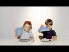 Funny test demostrates that kids are good at sharing / un test per scoprire se i bambini sanno condividere Creative Advertising, Marketing And Advertising, Funny Test, Kool Kids, Child Smile, Awareness Campaign, Business Innovation, Classroom Language, Spanish Classroom