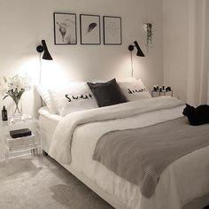 Quarto preto e branco  #morandosozinha via @via.johanna #CoolStuff #bedroomideasforhome Bed, Furniture, Home Decor, Homemade Home Decor, Stream Bed, Home Furniture, Interior Design, Decoration Home, Home Interiors