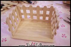 Popsicle Stick Craft Tutorial- White Picket Fence Make Up Box - Violet LeBeaux - Free Cute Craft and Beauty Tutorials Lolly Stick Craft, Ice Cream Stick Craft, Diy Popsicle Stick Crafts, Popsicle Stick Houses, Cute Crafts, Crafts To Make, Crafts For Kids, Craft Stick Projects, Pop Stick