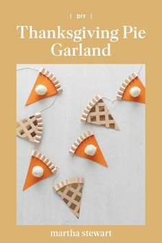 Go ahead, cut a slice. (Or two, or three...) This paper garland—made to look like slices of apple and pumpkin pie—makes a sweet Thanksgiving decoration. #thanksgiving #fallcrafts #marthastewart #diyideas