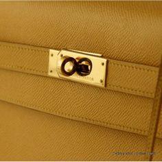 a2373251a56 Hermès sac Kelly 32 handle en cuir de veau epsom bouton d or métallerie  dorée