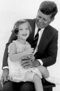 ♛ The Kennedy Family ♛ Caroline Kennedy, John Kennedy Jr., Los Kennedy, Jaqueline Kennedy, Sweet Caroline, Orange Bowl, Palm Beach, Kennedy Quotes, Familia Kennedy