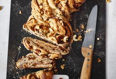 Powidl-Nuss-Striezel Brunch, French Toast, Bacon, Sweets, Breakfast, Cakes, Food, Gluten Free Flour, Sweet Recipes
