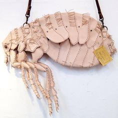 (via Elaborate Handbags and Accessories Made to Look Like Pesky Insects and Other Unusual Creatures) guess that's what you'd call a FLEABAG Crazy Shoes, New Shoes, Women's Shoes, Novelty Bags, Fashion Bags, Womens Fashion, Beaded Purses, Leather Backpack, Purses And Bags