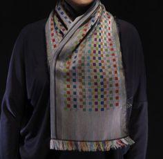 So Lugdunum ! Echarpe jacquard en soie et coton, gris motifs damiers multicolores www.sophieguyot.com