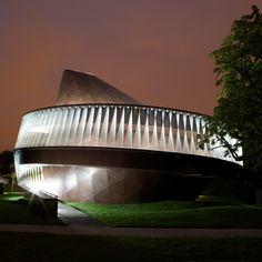 Danish-Icelandic artist Eliasson and Norwegian architect Thorsen of Snøhetta collaborated to design the Serpentine Gallery Pavilion in 2007