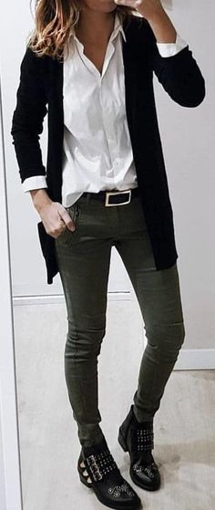 #spring #outfits  black blazer and gray jeans. Pic by @high_5_to_fashion #Blazers