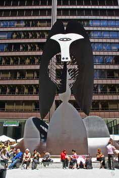 11  No name(1967)  By Pablo picassp  Corresive tensile steel    William Harmann이라는 사람이 피가소를 찾아가 시카고 중심부에 놓일 조형물 제작을 의뢰하여 다양한 각도와 빛의 컨디션에 따라 달리 보일 수 있는 추상적인 조형물을 제작했다. 금속판을 구부려서 제작했으며 도시의 강한 바람에 견딜 수 있게 설계되었다.