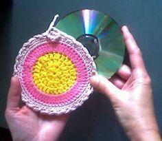 BIOCENTRO: ARTESANATO – RECICLAGEM de CDs Reciclar é mais do que reutilizar o que se joga fora. É também não desperdiçar, reduzindo o consum....