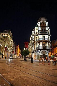 La noche de Sevilla. pic.twitter.com/dfb8s9EER3